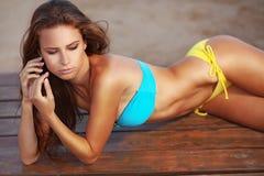 时装模特儿海滩系列 库存照片
