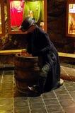 时装模特在博物馆啤酒厂Chodovar 免版税库存照片