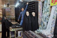 时装模特在妇女` s伊斯兰教的衣物,东方义卖市场穿戴了, 免版税库存图片