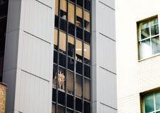 时装模特在NYC的窗口里 免版税图库摄影
