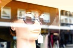 时装模特模型在商店 免版税库存图片
