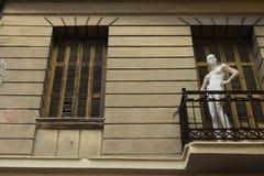 时装模特玩偶被放弃的房子 库存照片