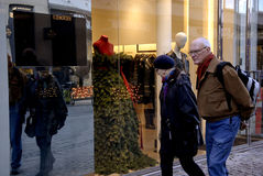 时装模特礼服当圣诞树 库存图片