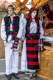 时装模特穿戴与罗马尼亚传统衣裳 免版税库存图片