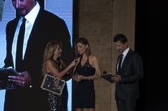 时装表演塞西莉亚capriotti jo与黑礼服的squillo signoretti 免版税库存照片