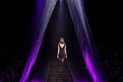 时装表演` Milin `成衣性感的妇女样式 免版税库存图片