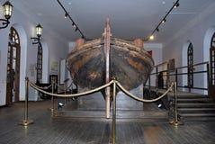 时运-一条木小船 免版税库存照片