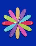 时钟五颜六色的花 免版税库存图片