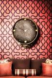 时钟内部红色口气墙壁 免版税库存图片