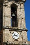 时钟和钟楼在Pietraserena,可西嘉岛 免版税图库摄影