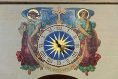 时钟在教会里-巴黎 库存照片