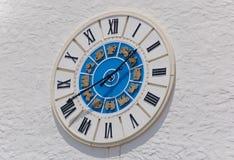 时钟方形城镇墙壁 库存图片