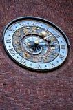 时钟特写镜头在Townhall的在奥斯陆,挪威 免版税库存照片