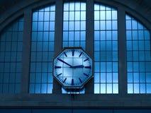 时钟老墙壁 免版税库存照片