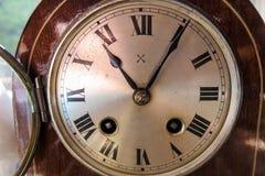 时钟表盘,古董,回合,支架时钟 库存照片