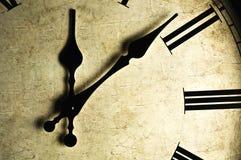 时钟被塑造的老墙壁 库存照片