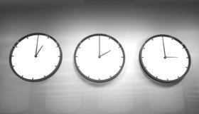 时钟装饰房子墙壁 免版税图库摄影