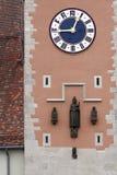 时钟雷根斯堡塔 库存图片
