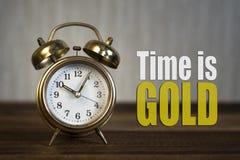 时间是金子概念-金黄警钟时钟 免版税库存图片