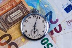 时间是金钱概念;与葡萄酒怀表的欧元钞票 免版税库存照片