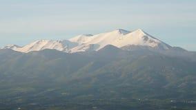 时间膝部喀尔巴阡山脉、光束和云彩 影视素材