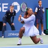 23时间行动的全垒打冠军小威廉姆斯在16比赛她的2018年美国公开赛回合期间在国家网球中心 库存照片