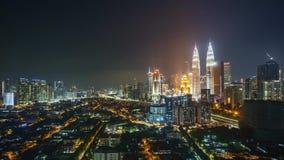 时间间隔从日落到在吉隆坡市地平线的日出 股票录像