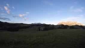 时间间隔在白云岩的夏天日出 在Sella小组和Bo峰顶的看法 亚尔他Badia, Sud提洛尔,意大利 股票录像