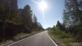 时间间隔在白云岩的风景路线的司机观点从Gardena山口的到丛林地带村庄  影视素材