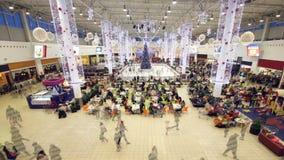 时间间隔现代商城由客人填装了在圣诞前夕 股票录像
