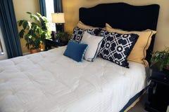 时髦卧室的豪华 库存图片