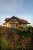 时髦庭院的房子 免版税库存照片