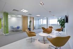 时髦现代的办公室 免版税库存图片