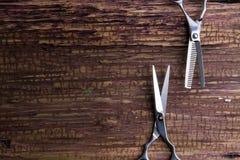时髦的专业理发师和沙龙,头发剪刀,理发ac 免版税库存照片