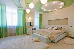 时髦的卧室与 免版税库存照片