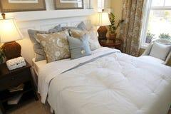 时髦的卧室 库存图片