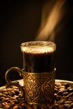 时髦的咖啡杯和蒸汽 库存照片