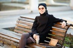 时髦的女人年轻人 免版税库存照片