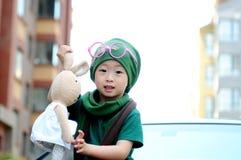 时髦的小男孩使用与玩具 库存照片