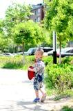 时髦的小男孩离开 库存图片