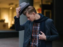 时髦的年轻人fashionist时髦生活方式 库存照片