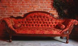 时髦的沙发 免版税库存照片