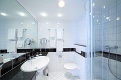时髦的现代卫生间 图库摄影