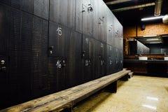 时髦的现代舒适的宽敞化装室 内部,没人 昂贵的质量材料,豪华 免版税库存图片