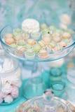 时髦的甜桌 免版税库存照片