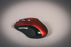 时髦的红色和黑无线老鼠 库存图片