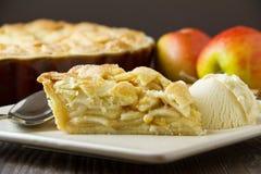 时髦的苹果饼,水平 免版税库存图片