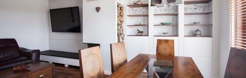 时髦的饭厅和休息室 免版税库存照片