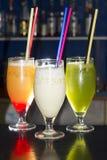 时髦的饮料特写镜头在酒吧的 库存图片