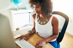 时髦的年轻非裔美国人的企业家 免版税库存照片